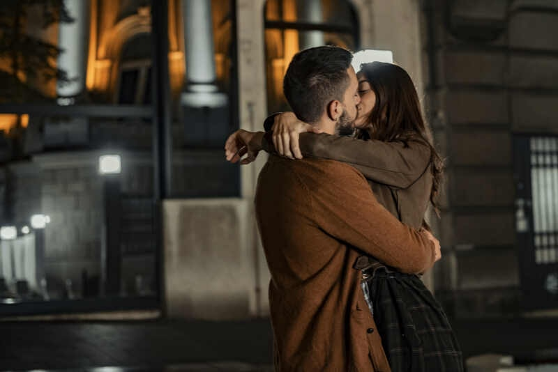 baciare al primo appuntamento
